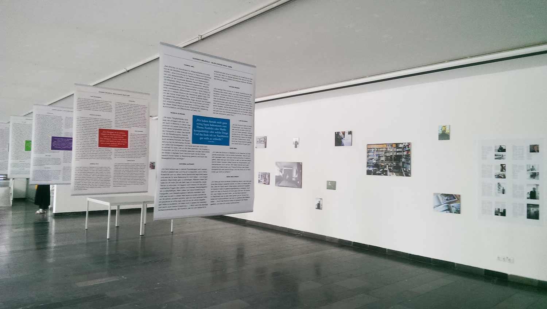 Ausstellung der über die Webseite eingegangenen Geschichten der Alumni